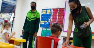 OMS: crianças com 12 anos ou mais devem usar máscaras como adultos